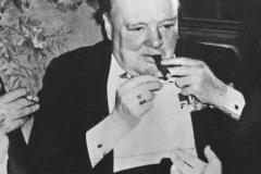Bundesarchiv_Bild_183-14059-0005,_Potsdamer_Konferenz,_Winston_Churchill